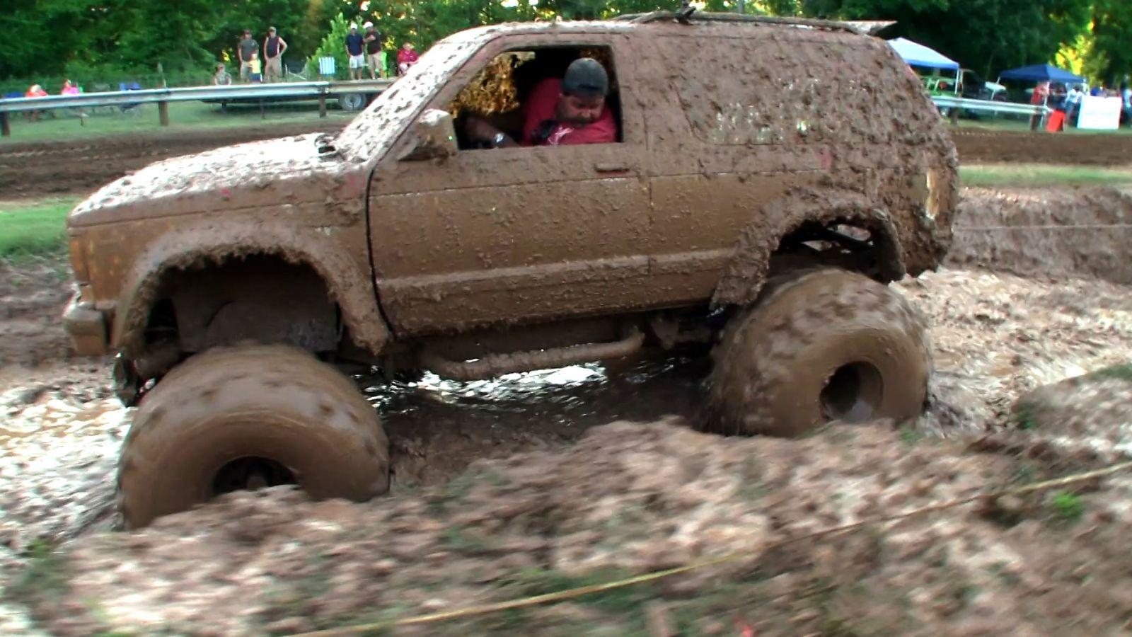 машина вся в грязи