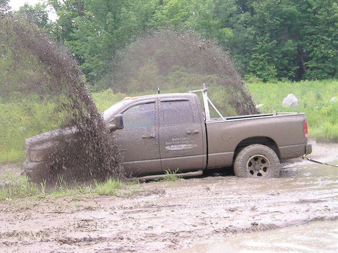 Додж рэм в грязи