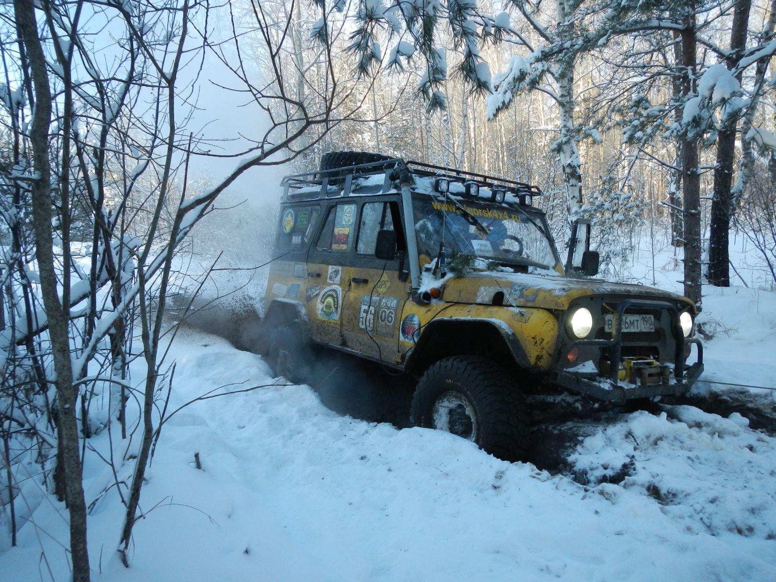 Внедорожный путь зимой