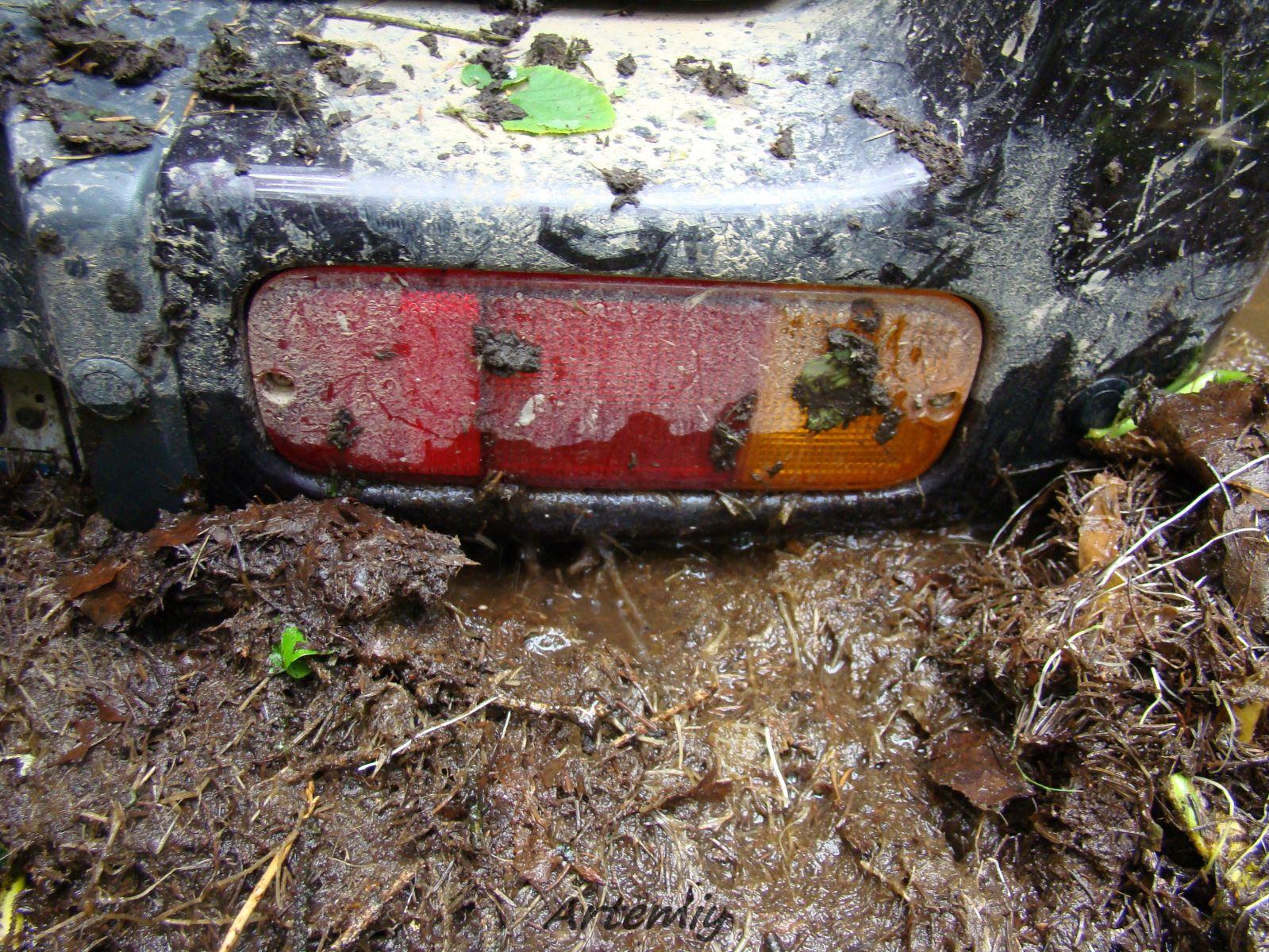 глаз автомобиля из грязи